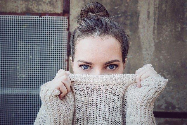 Žena ve svetru