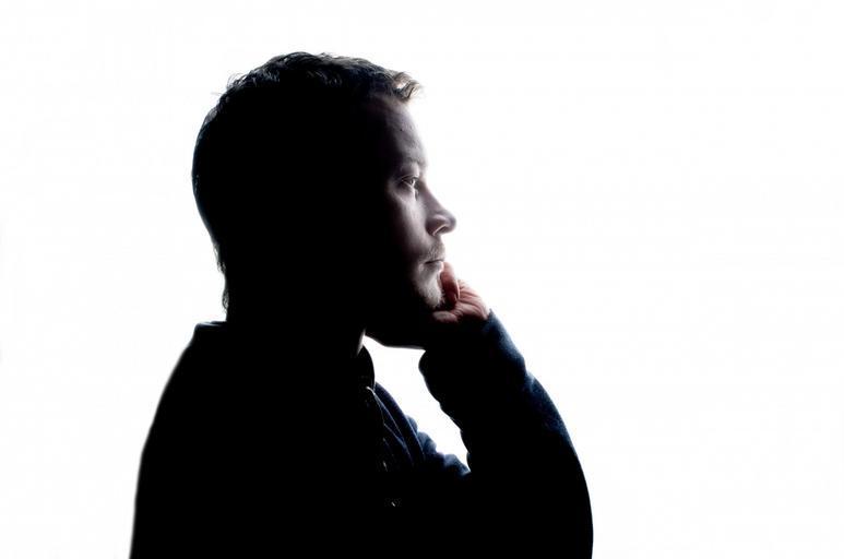 muž z profilu
